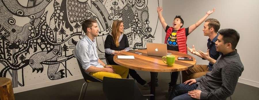 Hootsuite es una herramienta para escuchar y participar